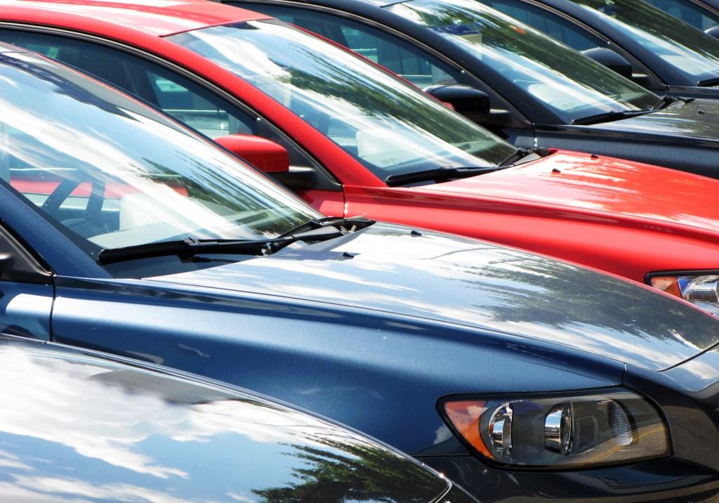 Car Interest Rate Based On Credit Score >> Do guaranteed auto loans exist? | RoadLoans